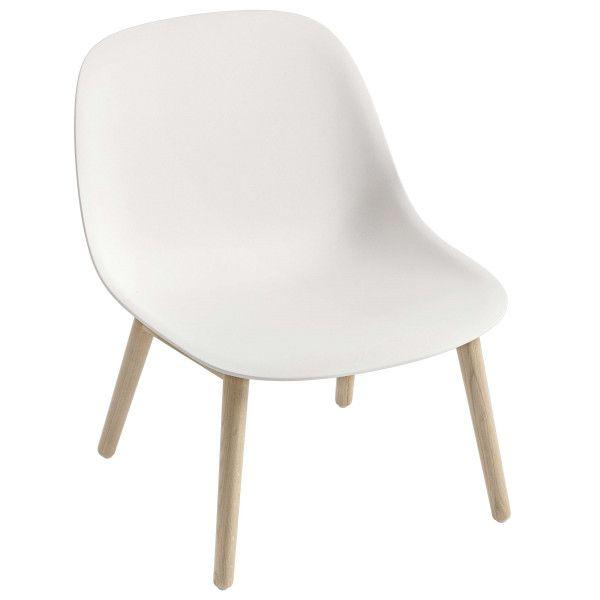 Muuto Fiber Lounge chair met houten onderstel