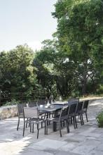 Fermob Costa tuinstoel met armleuning