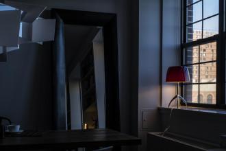 Foscarini Lumiere Grande tafellamp met aan-/uitschakelaar en aluminium onderstel
