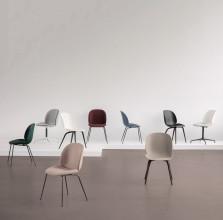 Gubi Beetle stoel met wit aluminium swivel onderstel
