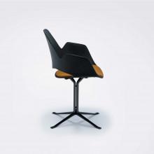 Houe Falk gestoffeerde stoel met zwarte kolomvoet