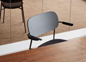Menu Co Chair stoel met armleuning gestoffeerd