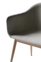 Menu Harbour Chair stoel gestoffeerd met eiken onderstel