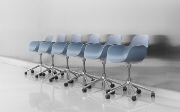 Normann Copenhagen Form Armchair bureaustoel met zwart onderstel