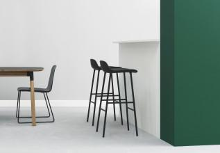 Normann Copenhagen Form Barstool stapelbare barkruk 65 cm met chroom onderstel