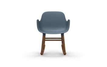 Normann Copenhagen Form Rocking Armchair schommelstoel met walnoten onderstel