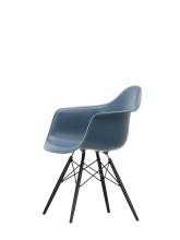 Vitra Eames DAW stoel zwart esdoorn onderstel