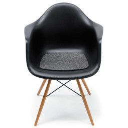 Hey-Sign Eames Plastic Armchair viltzitting