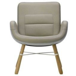 Vitra East River Chair leer met naturel eiken onderstel