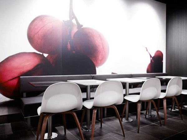Gubi Gubi 3D HiRek stoel met walnoten onderstel