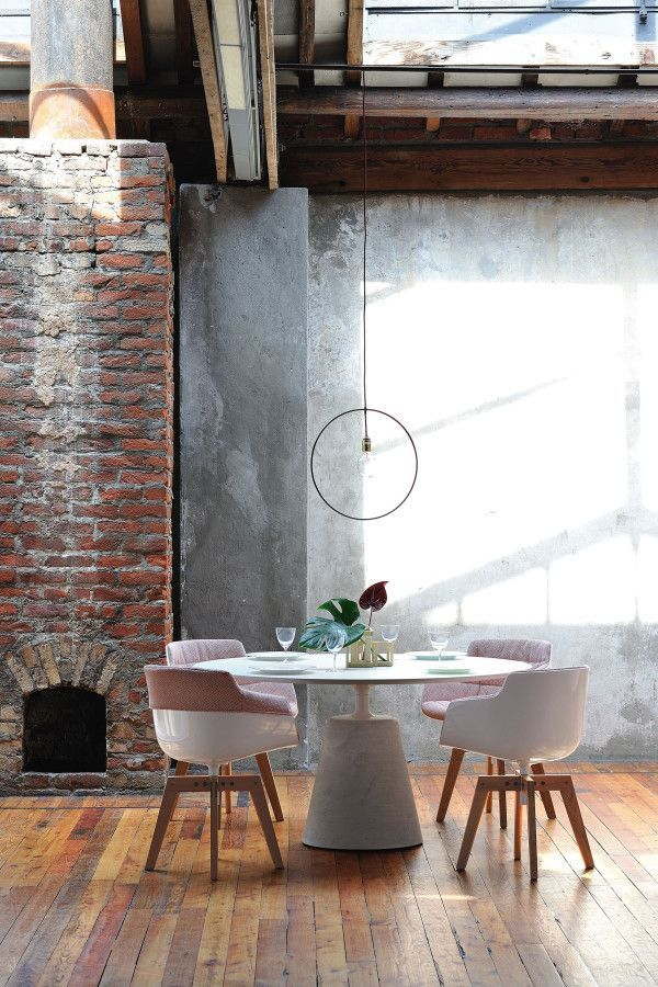 MDF Italia Flow Slim Chair gestoffeerde stoel met eiken onderstel