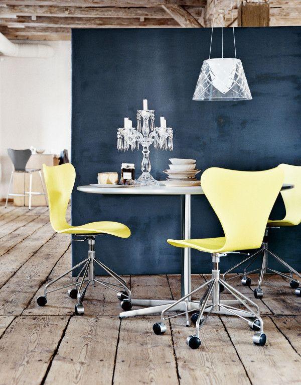 Fritz Hansen Vlinderstoel Series 7 stoel gelakt