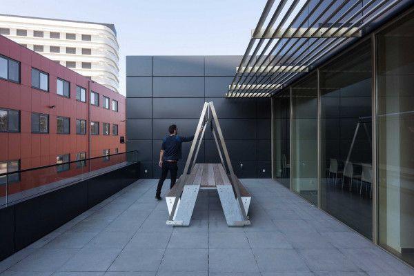 Extremis Hopper Shade parasol 360cm met betonnen sokkel