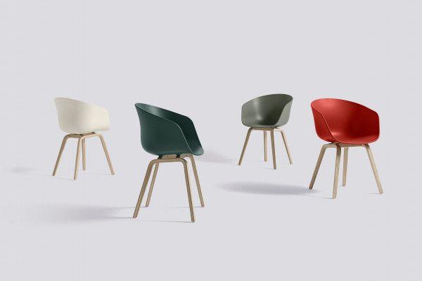 Hay About a Chair AAC22 stoel met gelakt onderstel
