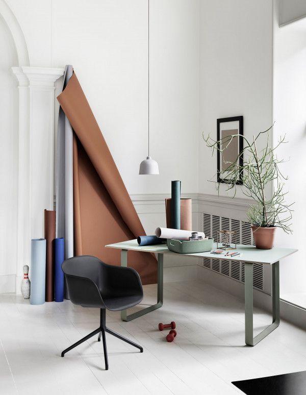 Muuto Fiber Swivel gestoffeerde stoel