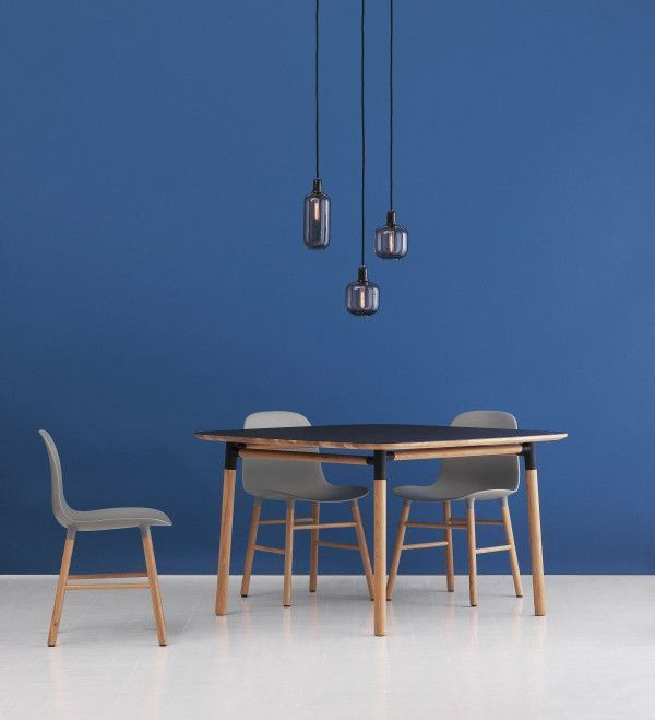 Normann Copenhagen Form Chair stoel met eiken onderstel