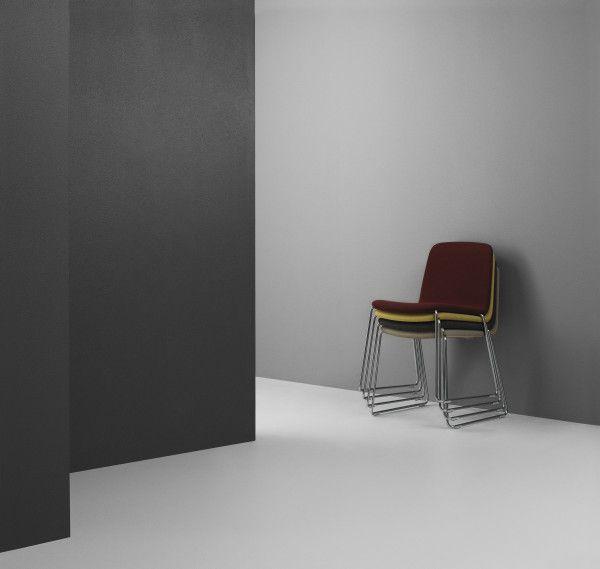 Normann Copenhagen Just Chair stoel met verchroomd onderstel