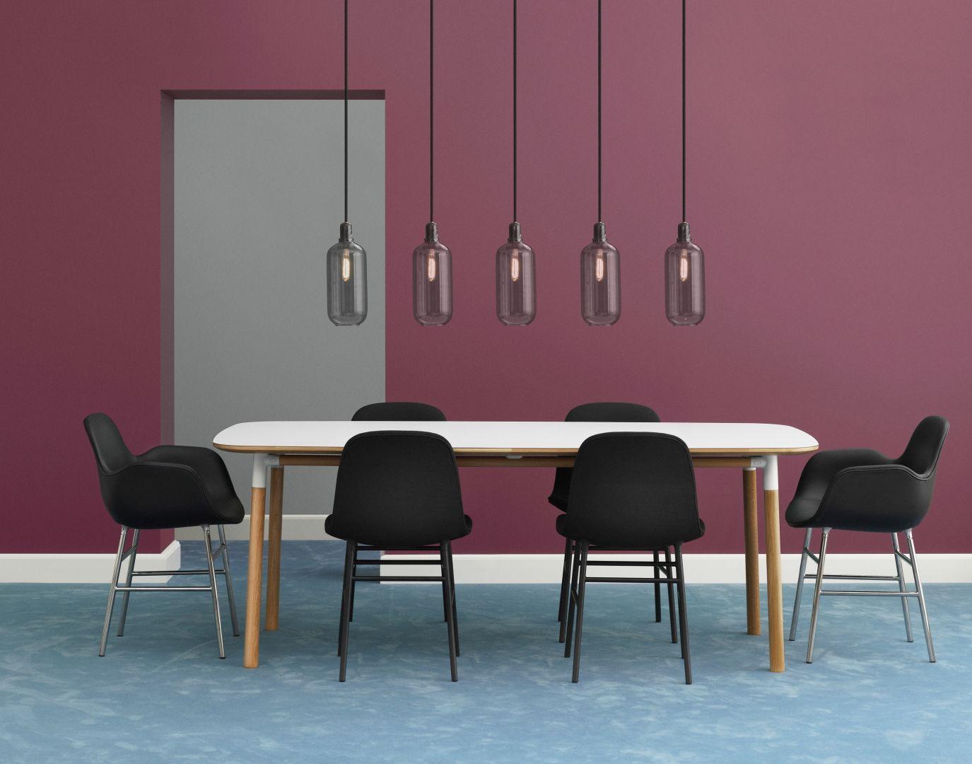 Eetkamer inspiratiefoto met Normann Copenhagen Hanglampen