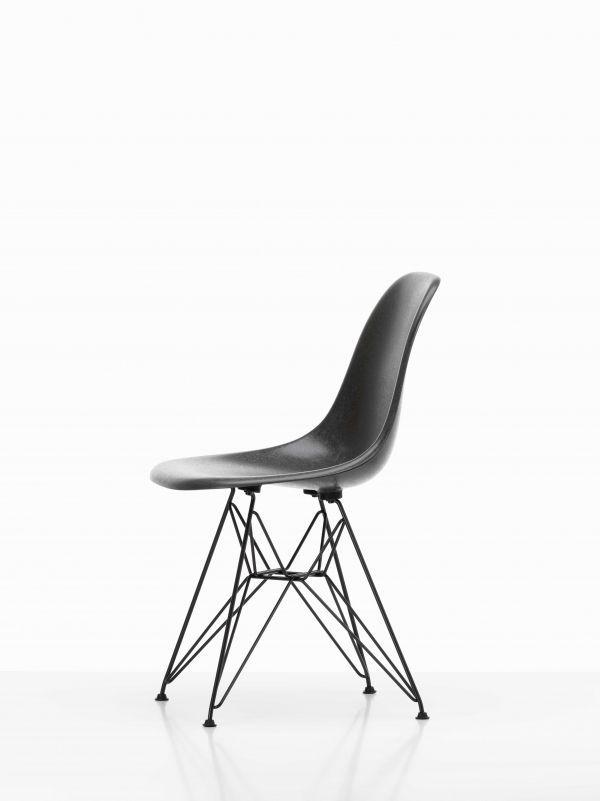 Vitra Eames DSR Fiberglass stoel met zwart onderstel