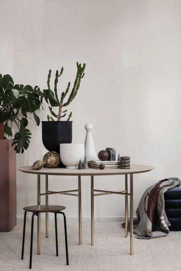 Ferm Living Mingle tafel rond 130 dark stained oak, zwart onderstel