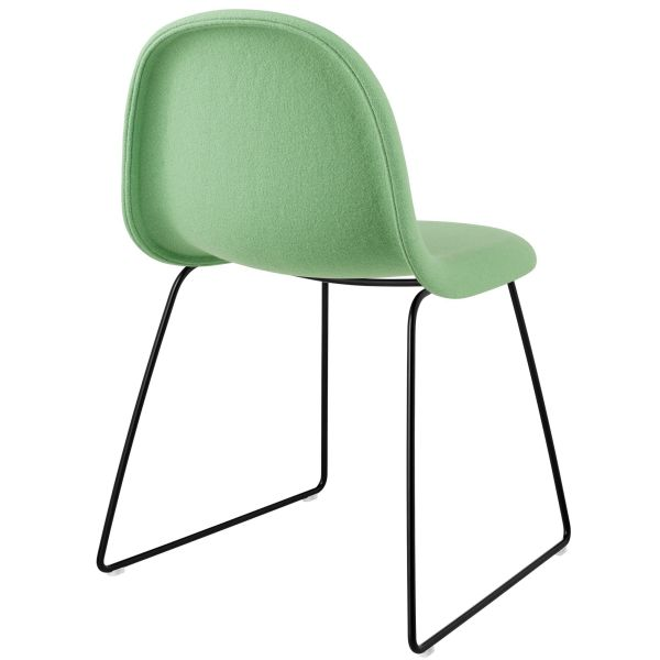 Gubi Gubi 3D Sled stoel gestoffeerd met zwart onderstel