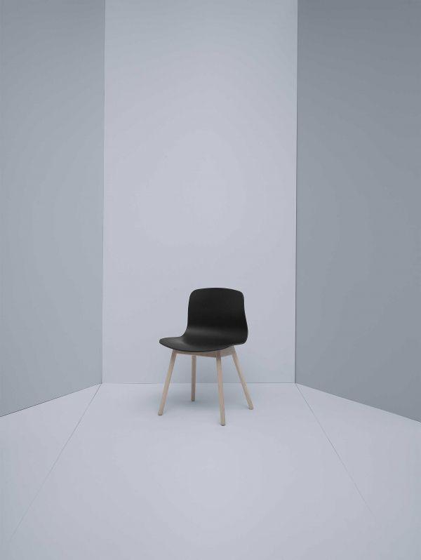 Hay About a Chair AAC12 stoel met mat gelakt onderstel