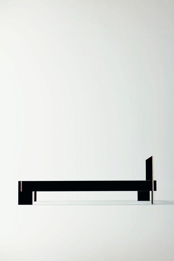 Nils Holger Moormann Siebenschläfer bed met hoofdbord 180x200