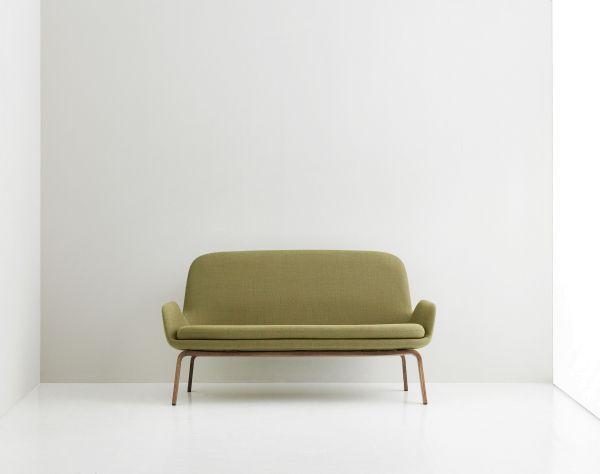 Normann Copenhagen Era Sofa bank met walnoten onderstel