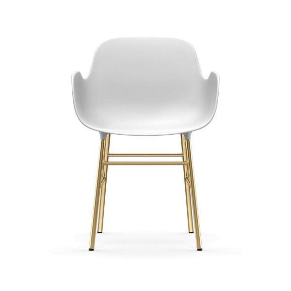 Normann Copenhagen Form Armchair stoel met messing onderstel