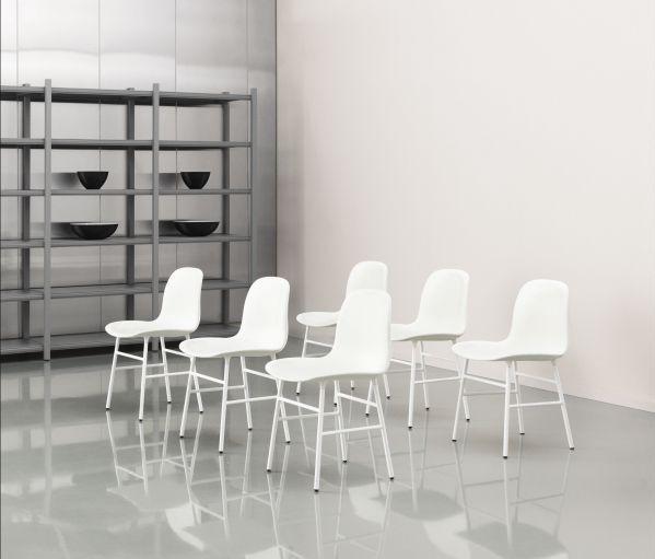 Normann Copenhagen Form Chair stapelbare stoel met chroom onderstel