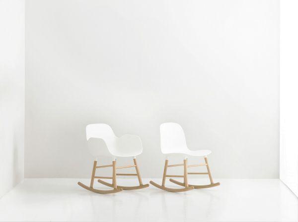 Normann Copenhagen Form Rocking Armchair schommelstoel met eiken onderstel