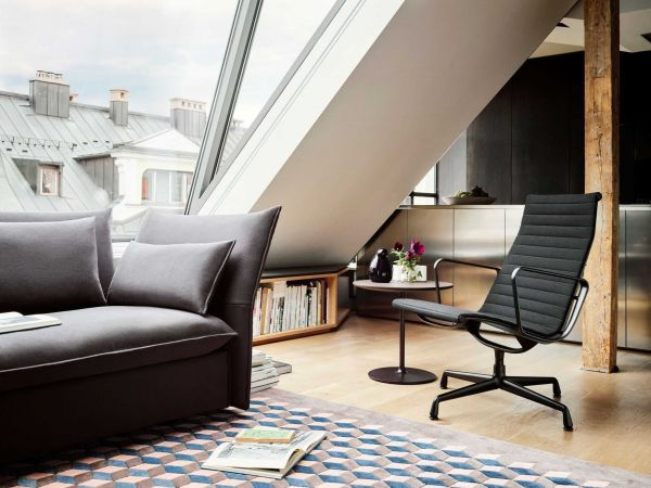 Vitra Aluminium Chair Black EA 124 grijs