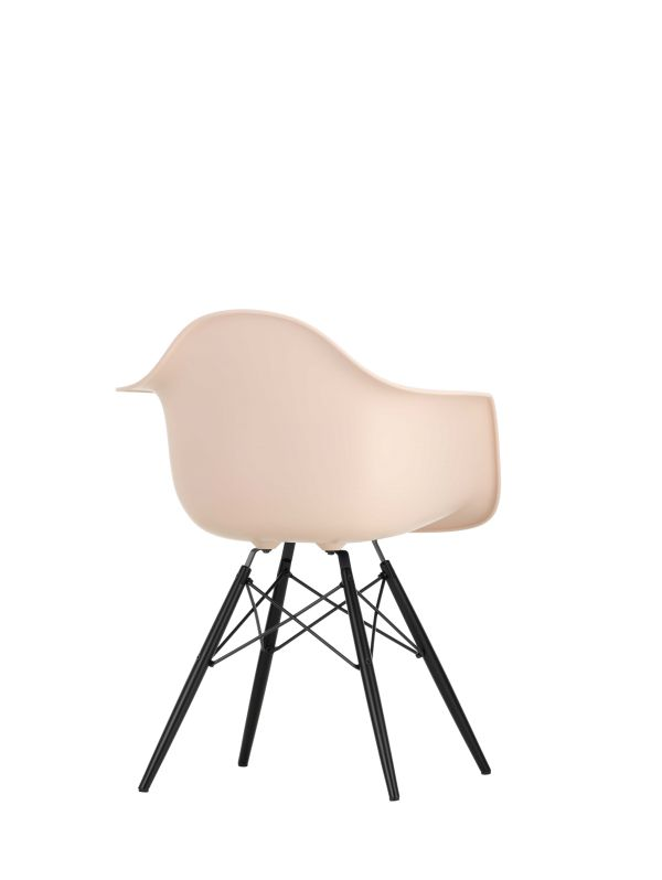 Vitra Eames DAW stoel met zwart esdoorn onderstel
