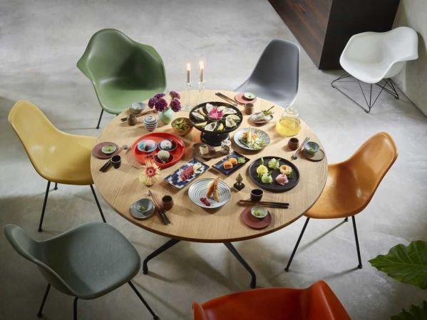 Vitra Eames Segmented Tables Dining ø130 poedercoat deep black